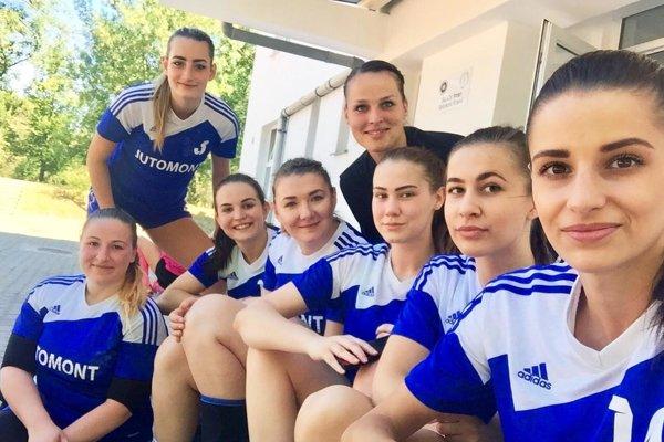 Študentky UKF Nitra si užili vydarený hádzanársky víkend v Rumunsku.