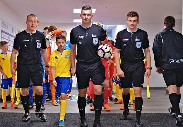 Michal Gregorec (v strede) viedol prvý medzištátny zápas.