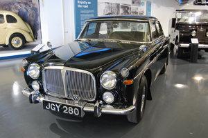 Na začiatku 70. rokov používala kráľovná Alžbeta aj Rover P5B.