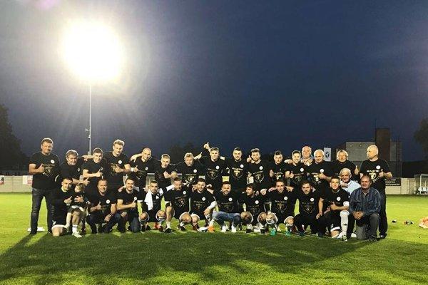Futbalisti Alekšiniec spečatili prvenstvo v piatej lige Stred.