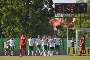 Futbalisti Skalice sa radujú po góle na 2:1.