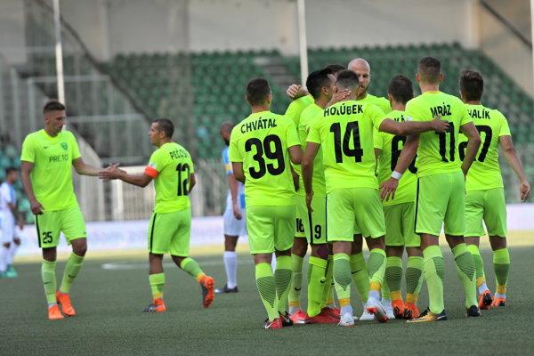 Futbalisti Žiliny sa radujú po jednom z gólov.