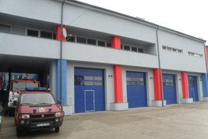Garáže, v ktorých je uložená hasičská technika v Prievidzi, boli vlani a predvlani zrekonštruované.