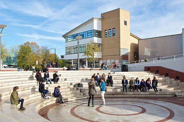 Na Warwickej Univerzite v Anglicku študujú aj Slováci.