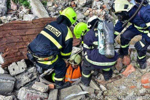 V Lešti cvičilo množstvo dobrovoľných hasičov z nášho regiónu.