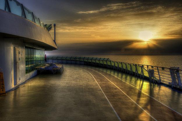 Západ slnka na palube Liberty of the Seas.