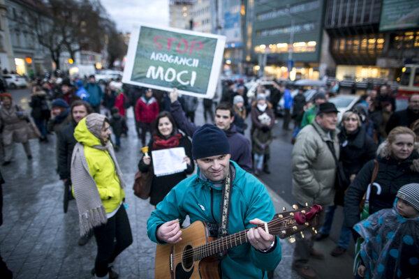 Zhromaždenie na podporu učiteľov na bratislavskom Námestí SNP.
