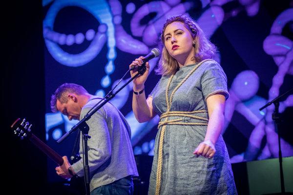 Nora Ibsenová s Noisecut na galavečeri Radio_Head Awards 2017 v marci.