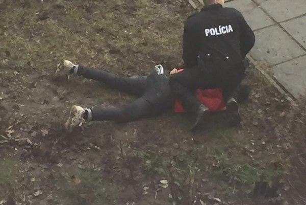 Mohameda zadržali policajti na sídlisku v Trnave.
