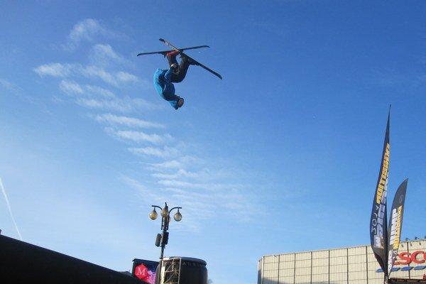 Akrobati predviedli skvelé kúsky.