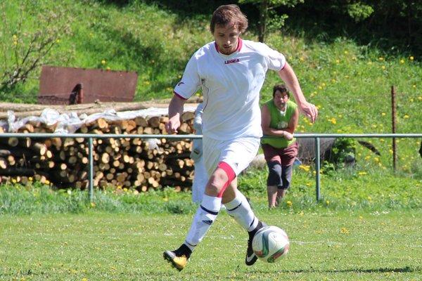 Anton Slamka z Leštín je zatiaľ najlepším strelcom súťaže.