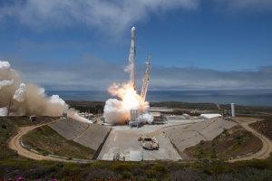 Štart rakety Falcon 9.