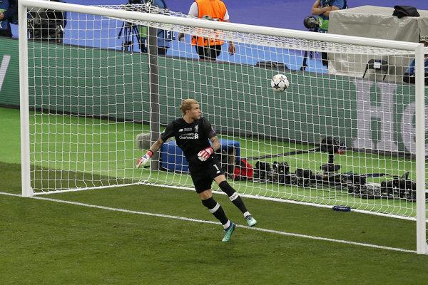 Brankár Liverpoolu Loris Karius počas finále Ligy majstrov.