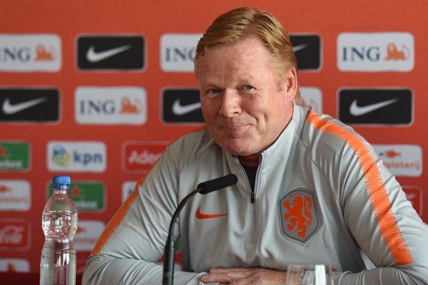 Tréner holandskej futbalovej reprezentácie Ronald Koeman reční na tlačovej konferencii pred štvrtkovým priateľským zápasom Slovensko - Holandsko.