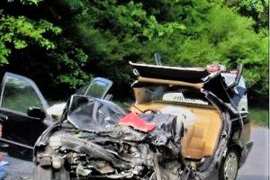 Karola museli z auta vystrihávať. Udalosť záchranárom ohlásili ako nehodu s mŕtvym. Karola sa im napokon podarilo zachrániť.