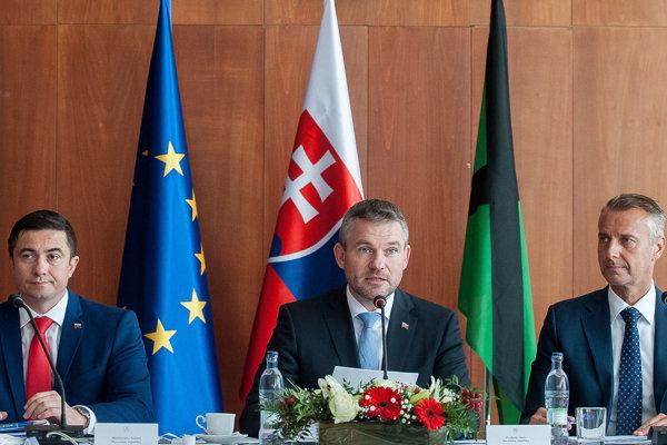 Vláda spolu s premiérom Petrom Pellegrinim rokovala vo Veľkom Krtíši.