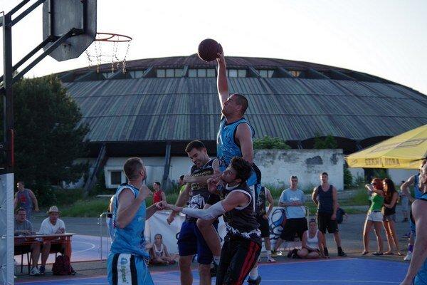 Účastníkov turnaja privítalo horúce letné počasie.