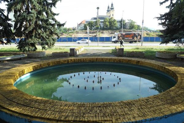 Cieľom jedného z projektov je úprava priestoru pred súdom, kde sa nachádza fontána.