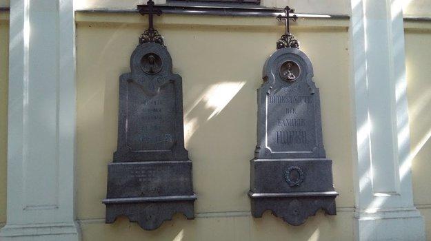 Epitafná doska na stene Kostola na Ondrejskom cintoríne.