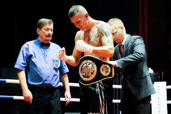 """Tomi """"Kid"""" Kovács má v novembri ťažký duel o titul majstra sveta."""