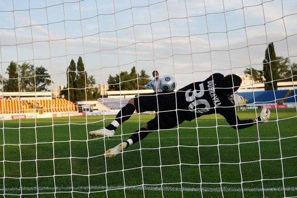 Martin Dúbravka si zahrá v šestnásťfinále Európskej ligy UEFA.