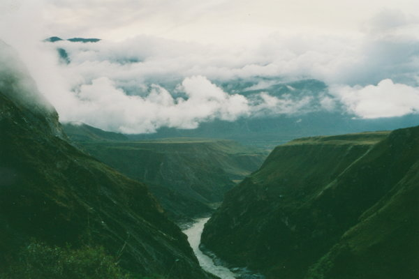 Rieka Jang-c'-ťiang, v údolí ktorej našli najstaršie skameneliny odtlačkov nôh živočícha.