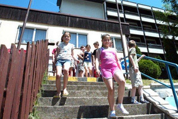 Na ilustračnej snímke detský tábor pre týrané deti.