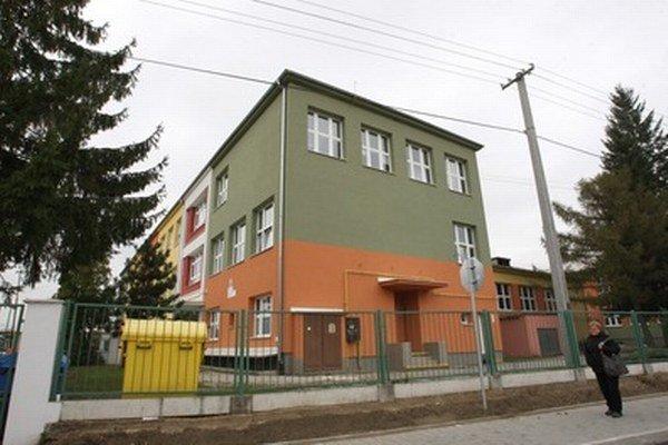 Zrekonštruovaná škola vo Varíne.