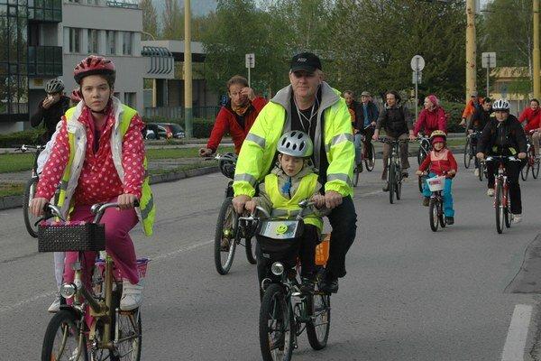 Žilinčania počas tohtoročnej Veľkej jarnej cyklojazdy, ktorú pravidelne organizuje Mulica.