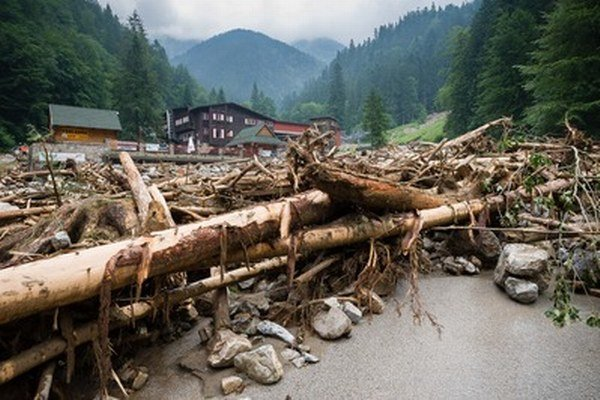 Konský vozový sprievod pôjde netradičnou trasou, cestu vo Vrátnej zničila prívalová voda.