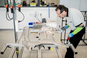 V Jaguar Land Rover má pracovať viac ako 2 800 ľudí.