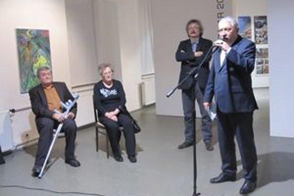 V galérii umenia vystavujú svoje diela žiaci výtvarníka Zdena Horeckého.