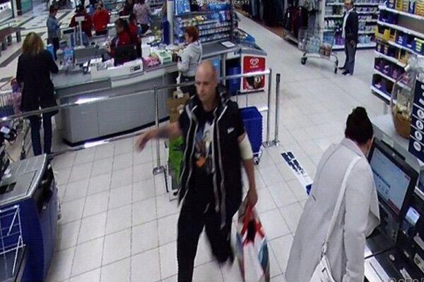 Polícia hľadá tohto muža.