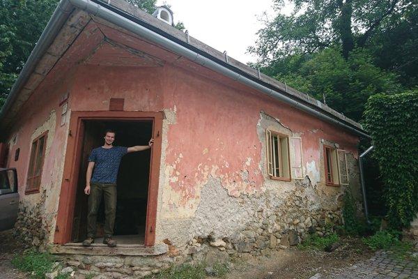 Mladý majiteľ Dežovho rodného domu v Banskej Štiavnici