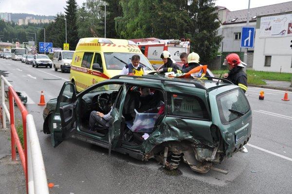 Opel ostal po zrážke stáť v protismere.