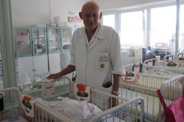 Novorodenecké oddelenie dostalo do daru 5 monitorov na zástavu dychu bábätiek.