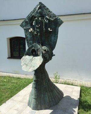 Socha Rudavského Svedectvo sa po rokoch vrátila do Levíc.