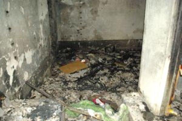Budova bývalého skladu horela. Bezdomovec v nej zvykol prespávať.
