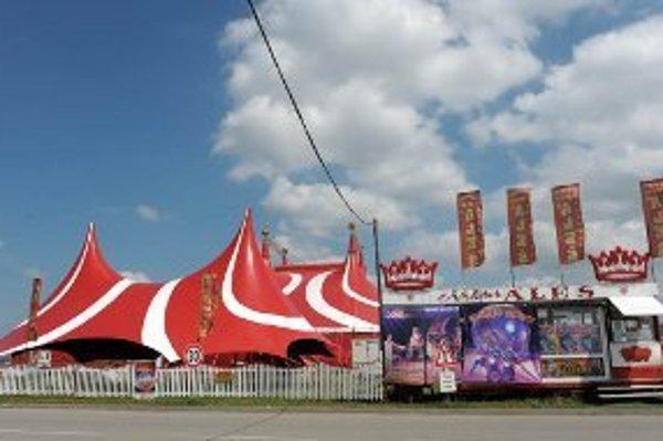 Cirkus Aleš v novom modernom cirkusovom stane.