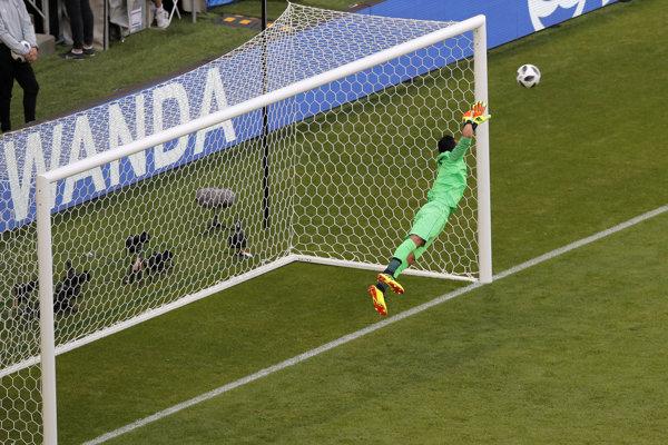 Keylor Navas inkasuje jediný gól stretnutia.