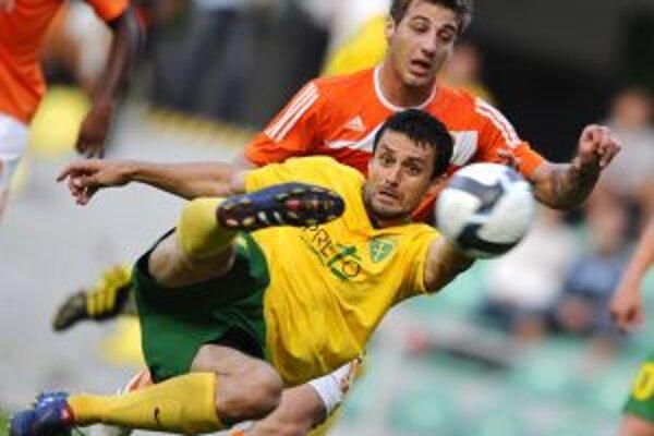 V prvom zápase sa presadil aj Tomáš Oravec (na snímke v súboji s hráčom Litexu Loveč Bodurovom).