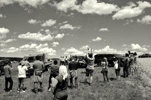 18. júna 2016 došlo vSmilne kfyzickým stretom obyvateľov aťažiarov. Polícia sa prizerala.