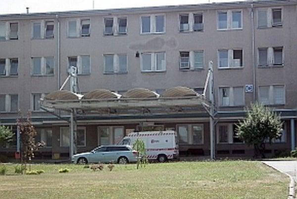 Ilavská nemocnica by sa do normálneho režimu mala vrátiť v máji.