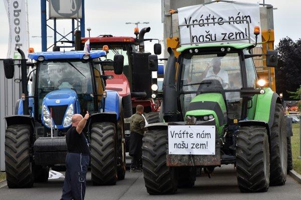 Štart protestu farmárov 18. júna 2018 v Michalovciach.