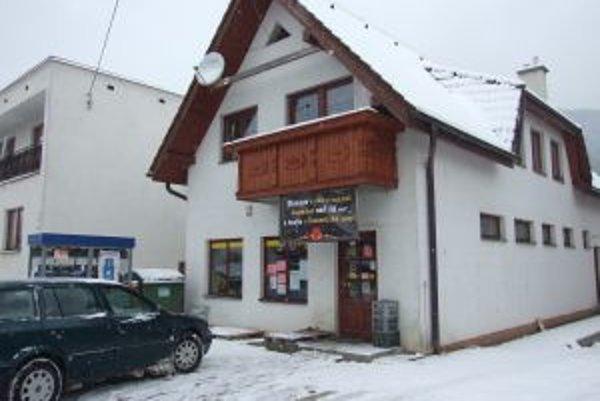 Ozbrojený muž v obchodíku v Tepličke obral majiteľku o peniaze.