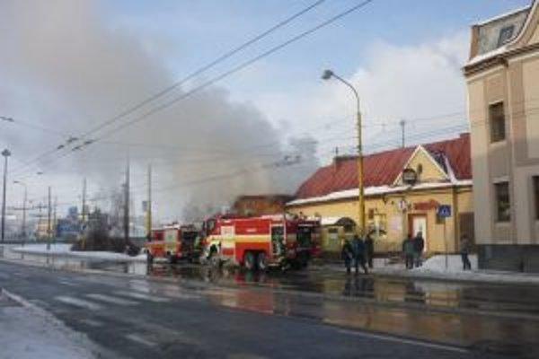 Pohostinstvo vyhorelo, oheň zničil celú strechu.