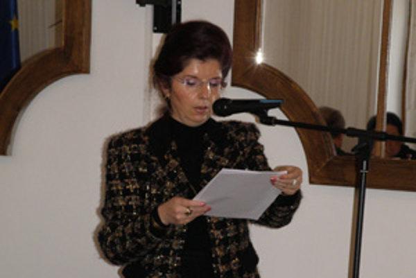 Elena Šuteková k platu poberala aj štedrú odmenu. Poslanci to zarazili.
