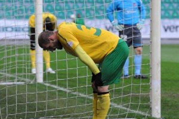 V 23. kole futbalovej Corgoň ligy hrala 19. marca 2011 domáca MŠK Žilina s FC Vion Zlaté Moravce. Na snímke hráči Žiliny sa trápili a nedarilo sa ani Ivanovi Lietavovi, ktorý mal niekoľko gólových príležitosti.