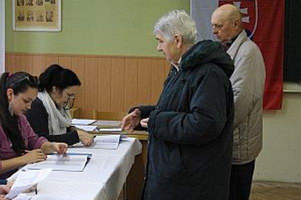 Manželia Lengyelovci nevymeškajú žiadne voľby. Rovnako zodpovedná je aj ich vnučka.