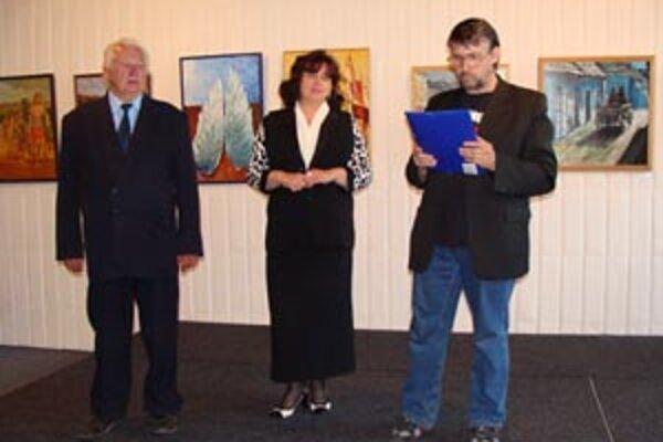 Výstava farebné sny. Venovali ju pamiatke Štefanovi Jančuchovi.